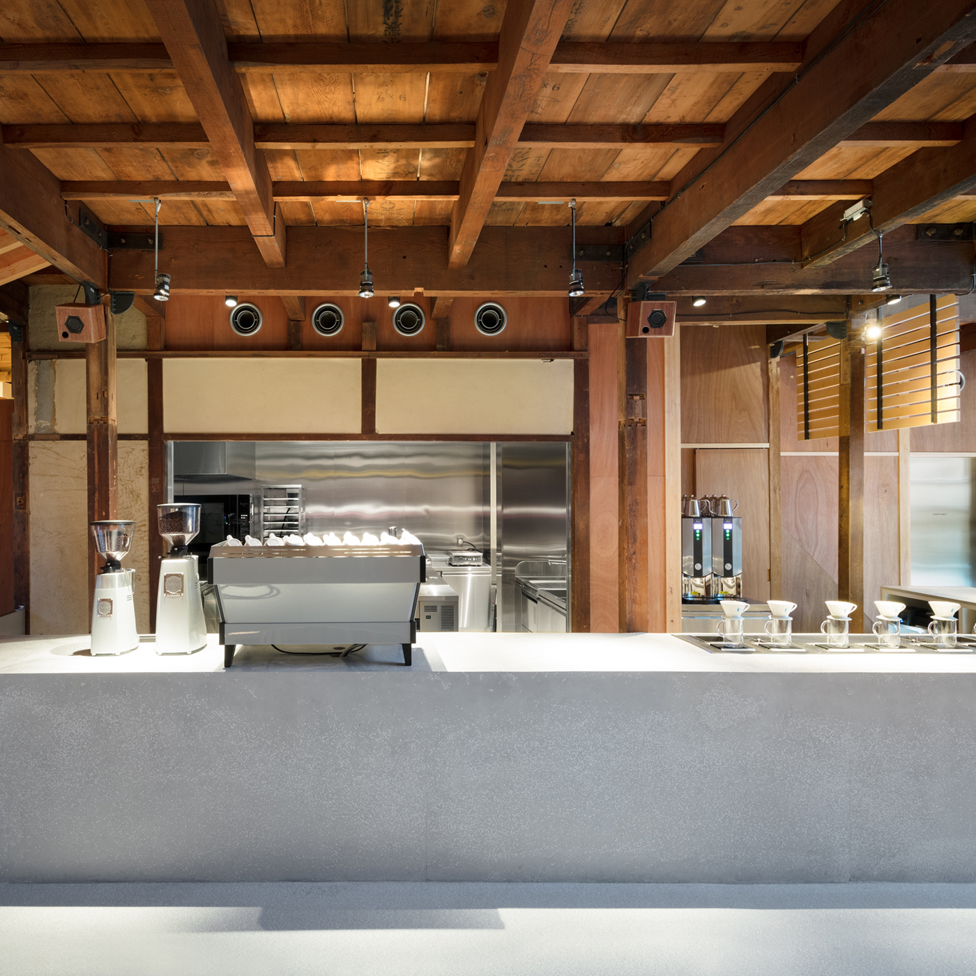 <!--C100 Blue Bottle Coffee Kyoto Cafe-->