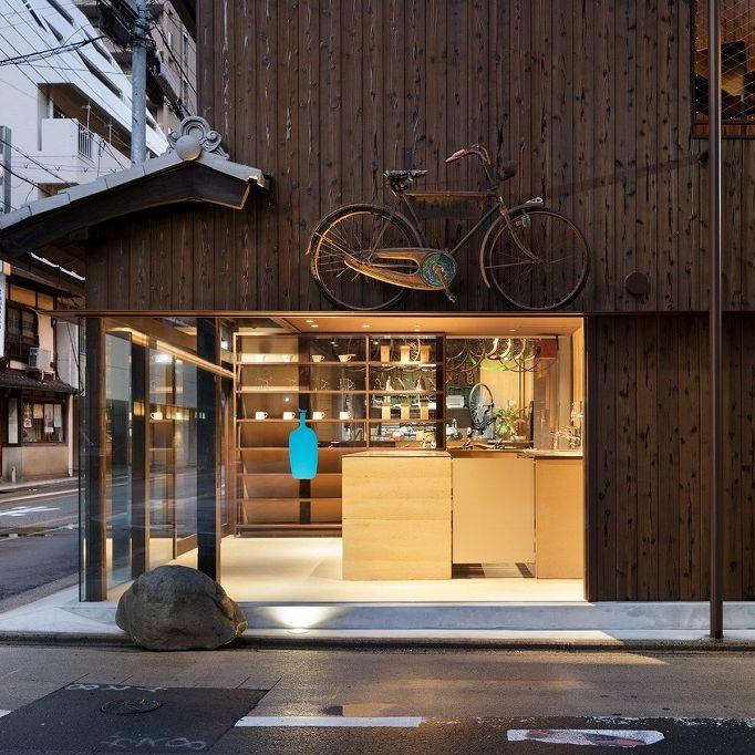 <!--C110 Blue Bottle Coffee Kyoto Rokkaku Cafe-->